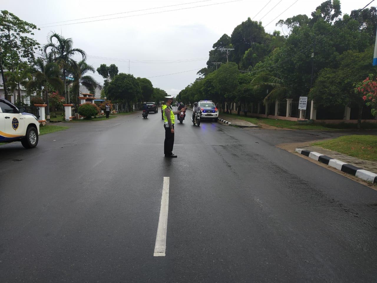 Di Tengah Wabah Corona, Sat Lantas Polres Ketapang Tetap Lakukan Pengaturan Lalu lintas Agar Kamselt