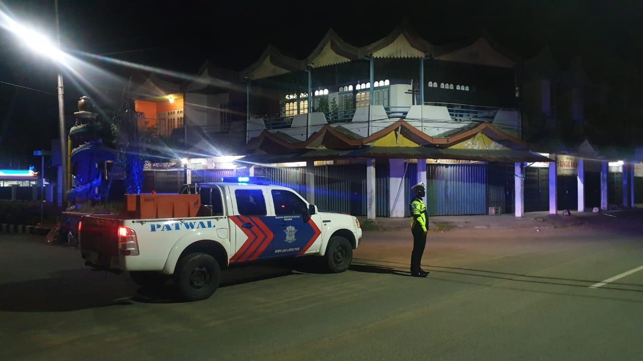 Antisipasi Gangguan Kamtibmas Sat Lantas Polres Ketapang Rutin Patroli Malam dan Sampaikan Himbauan