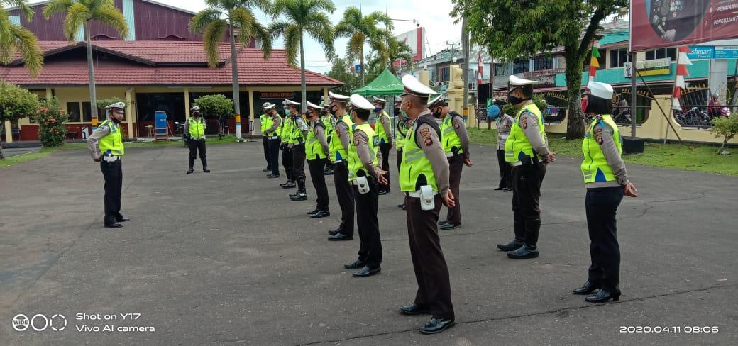 Tingkatkan Disiplin Anggota, Kanit Regident Sat Lantas Polres Ketapang Pimpin Apel Pagi