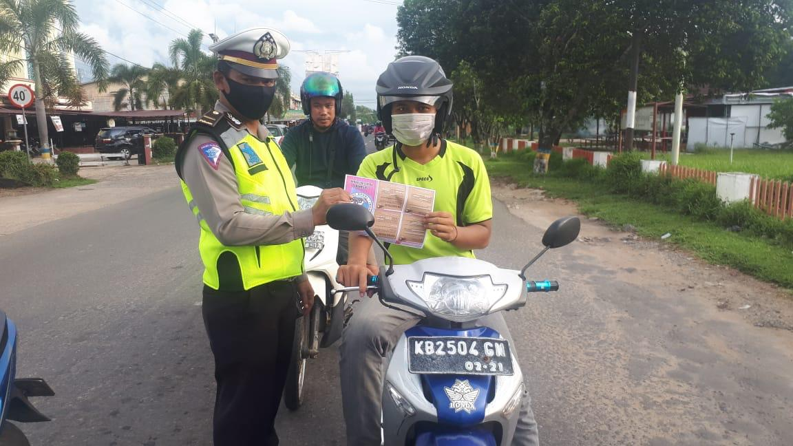 Dalam Operasi Keselamatan Kapuas 2020, Polisi Lalu Lintas Turut Cegah Covid-19