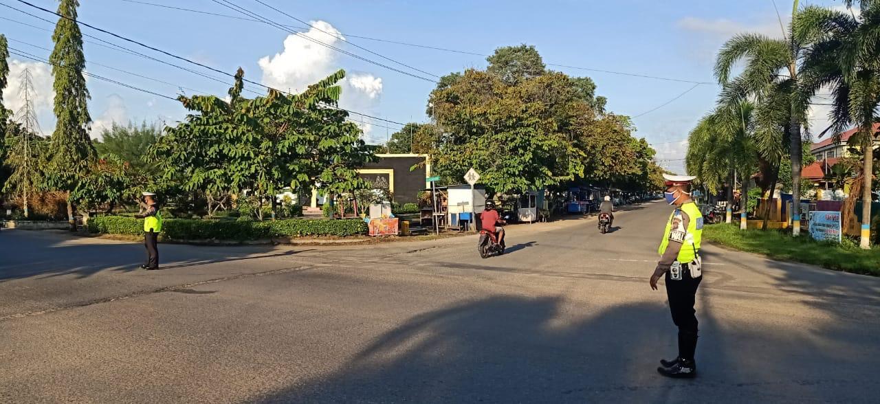 Ditengah Pandemi Corona, Satuan Lalu Lintas Polres Ketapang Tetap Eksis Lakukan Gatur Lalin.