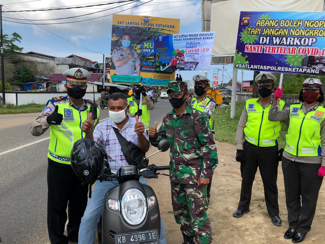 Operasi Keselamatan Kapuas 2020, Satlantas Polres Ketapang Bagikan Masker dan Hand Sanitizer Gratis