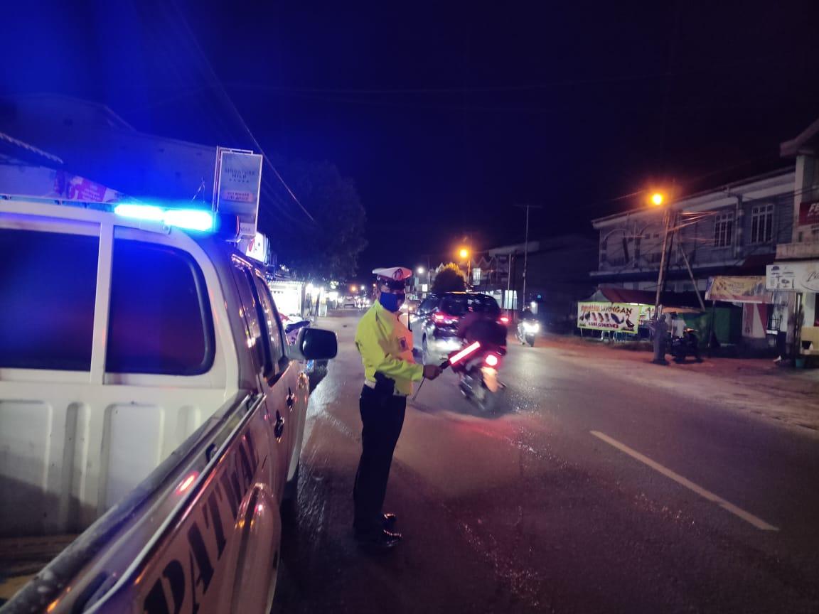 Satlantas Polres Ketapang Intensifkan Patroli Malam Sembari Imbau Antisipasi Covid-19