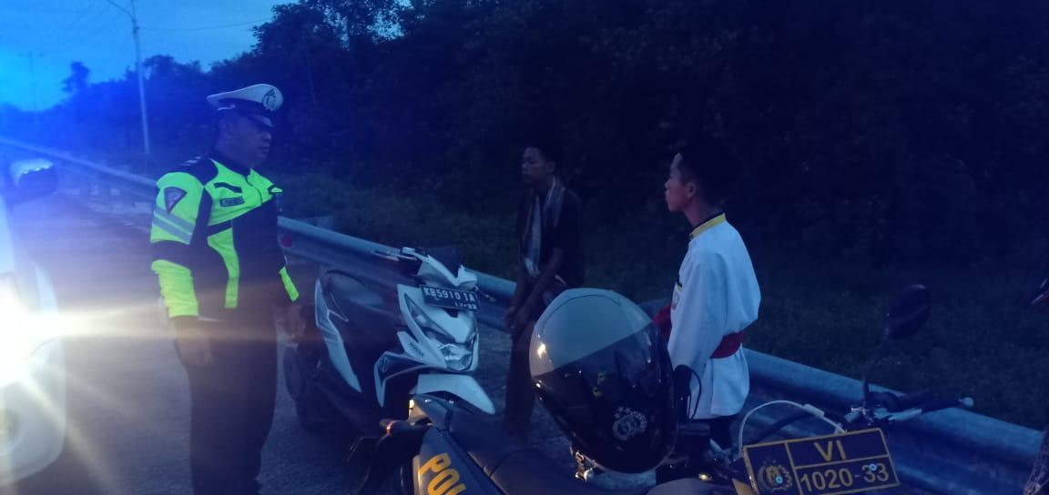 Polisi Berikan Himbauan Kepada Anak-anak Muda yang Sedang Nongkrong