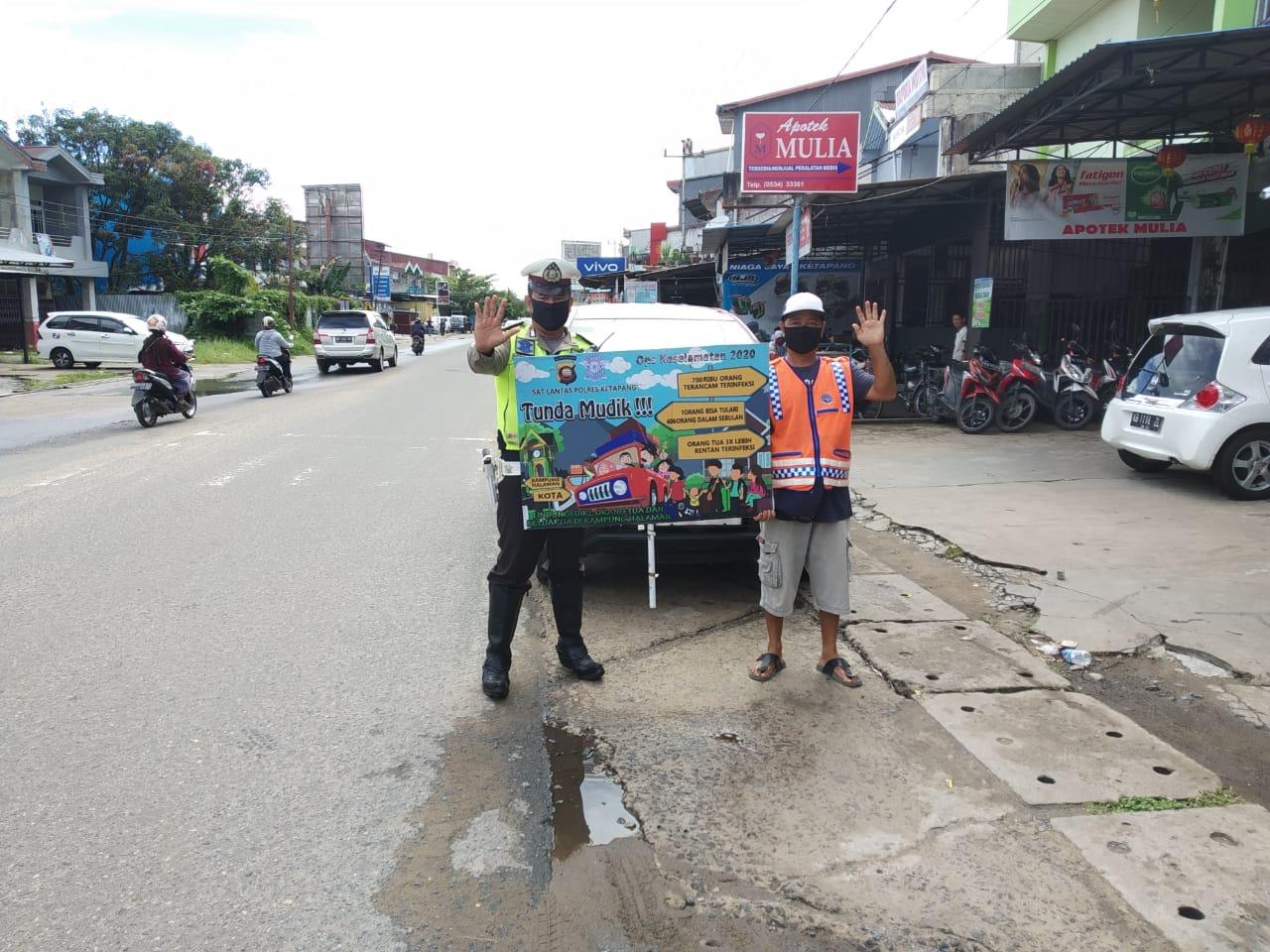 Bripka Ferido Cegah Covid-19 dengan Banner Himbauan Kepada Warga Ketapang