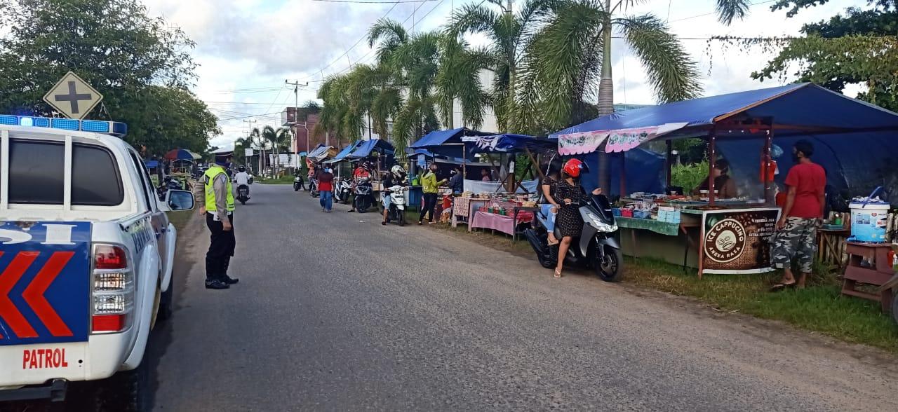 Polisi Hadir Ditengah Masyarakat Menjelang Berbuka Puasa
