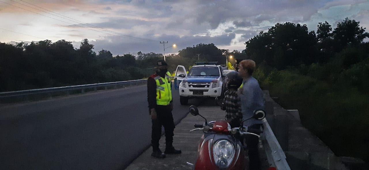 Antisipasi Penyebaran Wabah Covid-19 di Bulan Ramadhan, Sat Lantas Ketapang Laksanakan Patroli Subuh