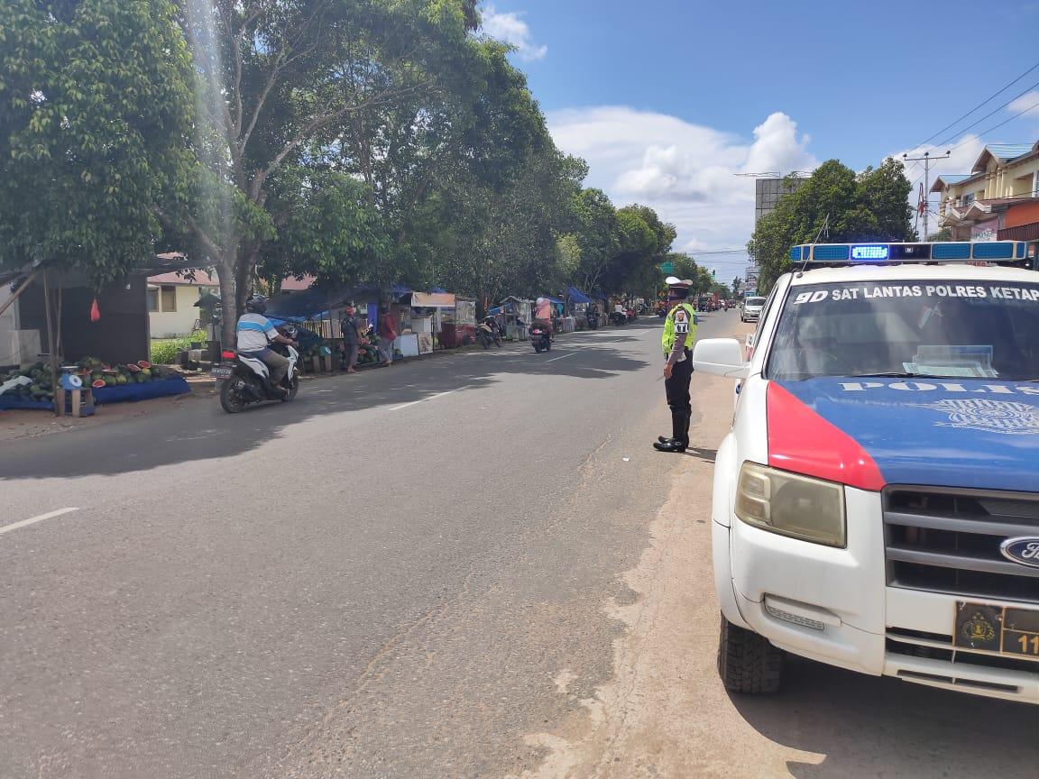 Polisi patroli imbau warga Ketapang tidak berkerumun
