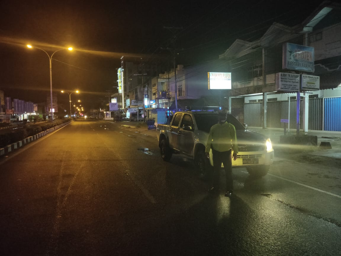 Patroli Malam, Cegah Laka Lantas dan Himbau Masyarakat Cegah Virus Corona
