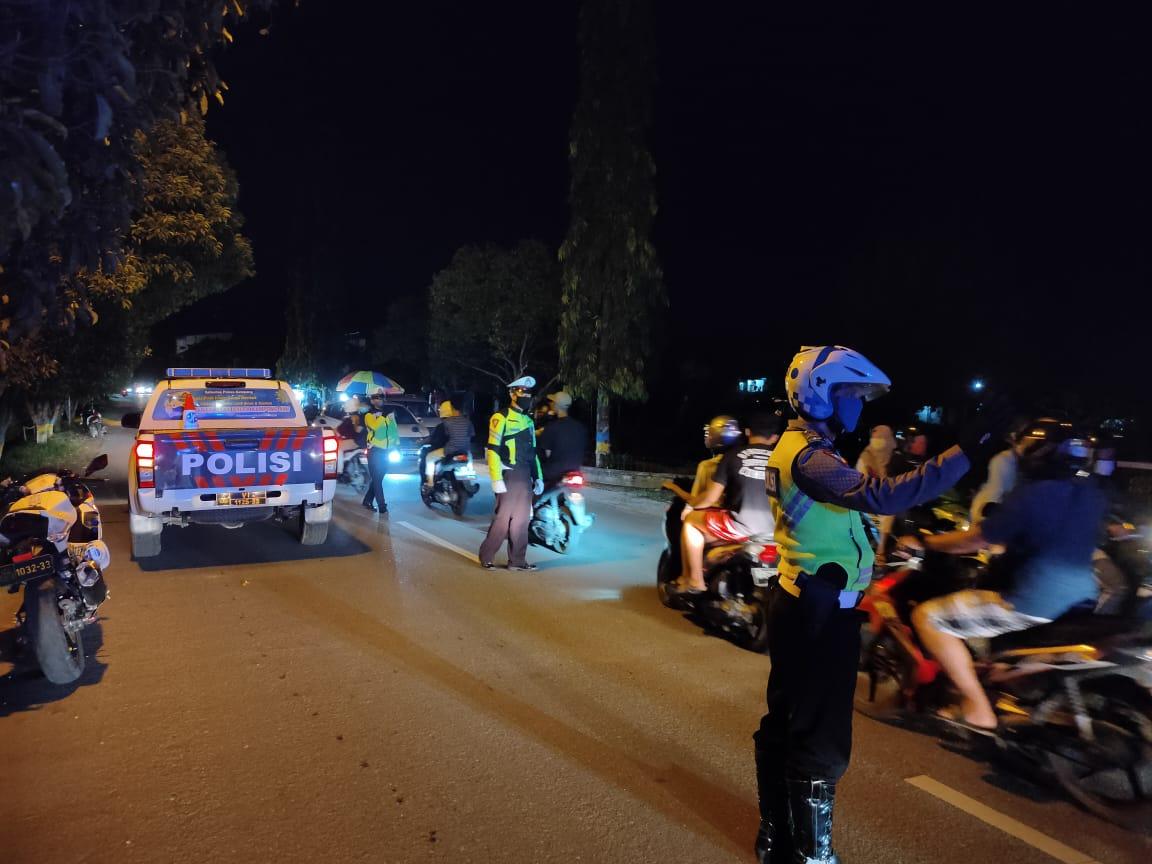 Demi Memutus Mata Rantai Penyebaran Covid-19, Satlantas Ketapang Gencar Laksanakan Patroli Malam Ber