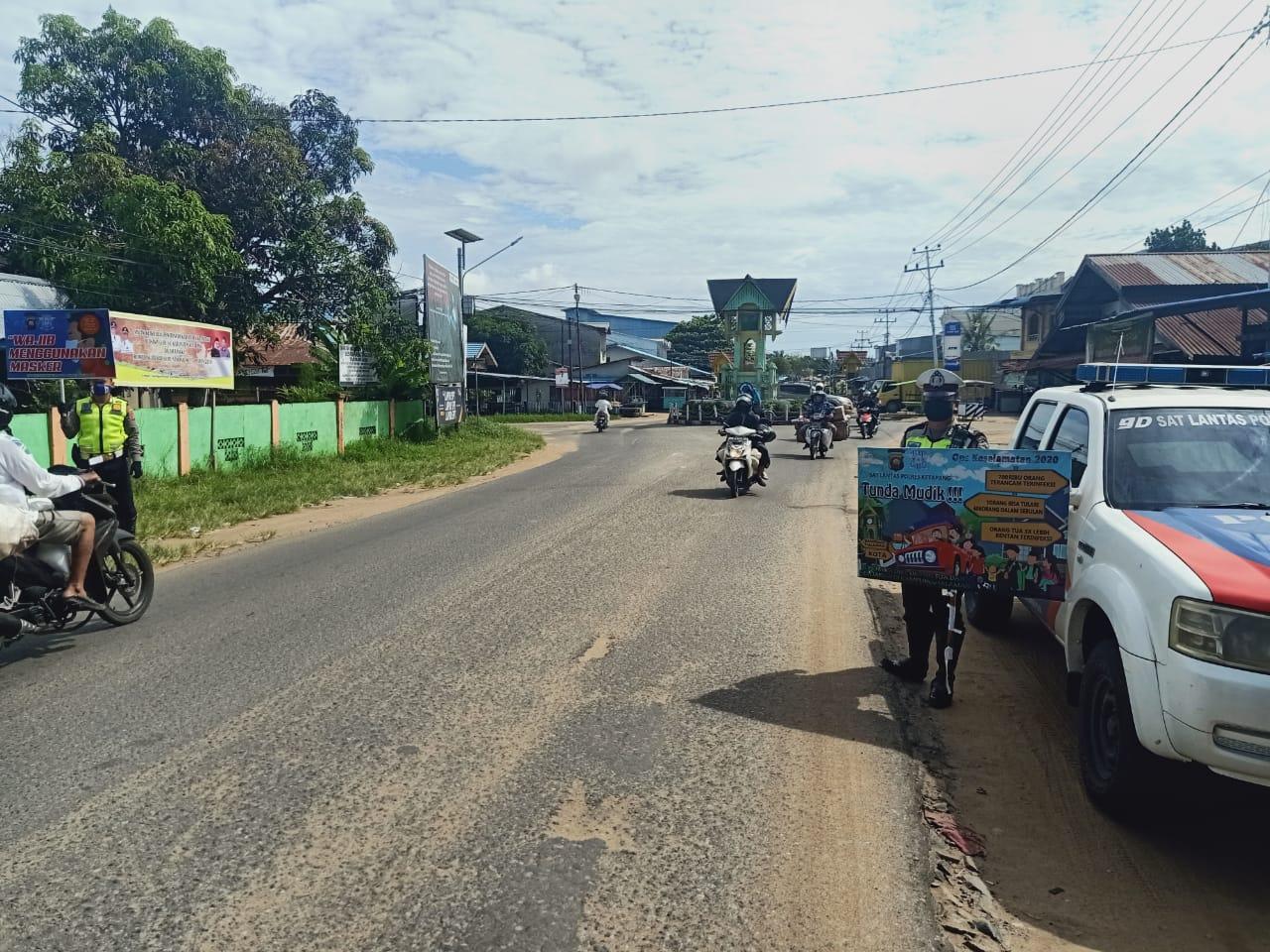 Cegah Covid-19 dengan Banner Himbauan Kepada Warga Ketapang