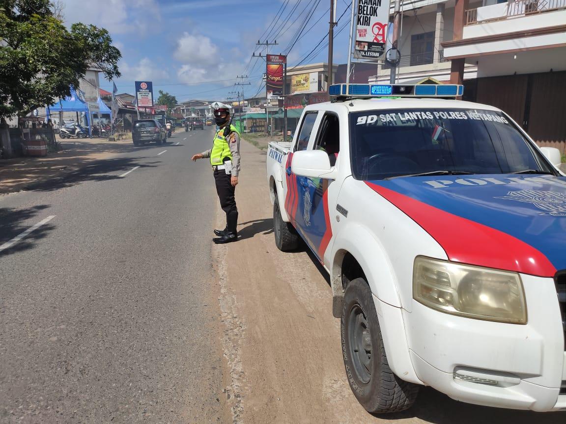 Saat Patroli Siang Hari Anggota Satlantas Imbau Warga Agar Waspada Penyebaran Wabah Corona