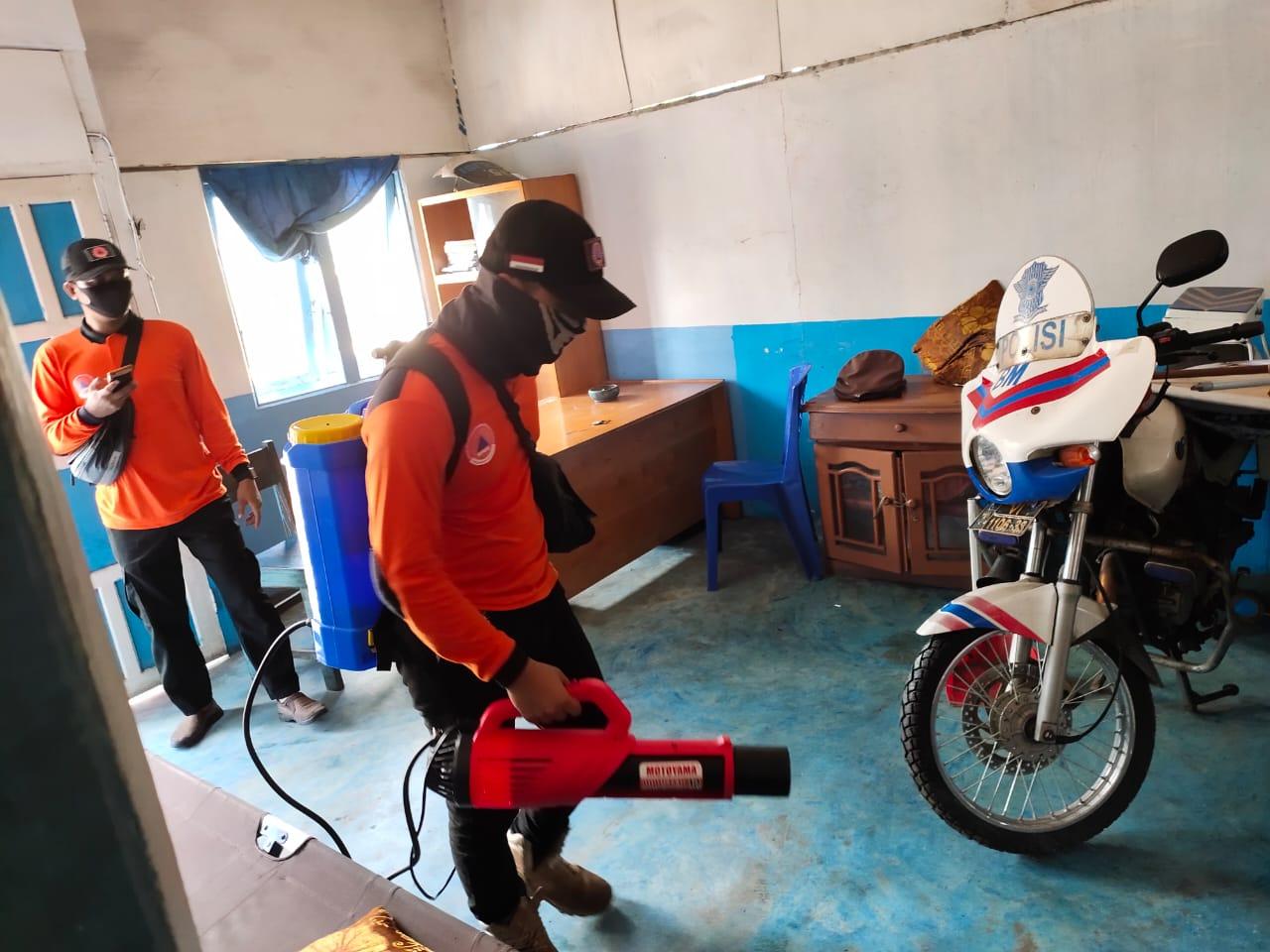 Cegah Corona, Pos Pam Ops Ketupat 2020 Disemprot Disinfektan