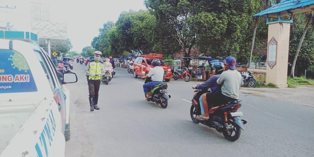 Cegah Terjadinya Kemacetan Arus Lalin Menjelang Buka Puasa, Personil Sat Lantas Polres Ketapang Mela