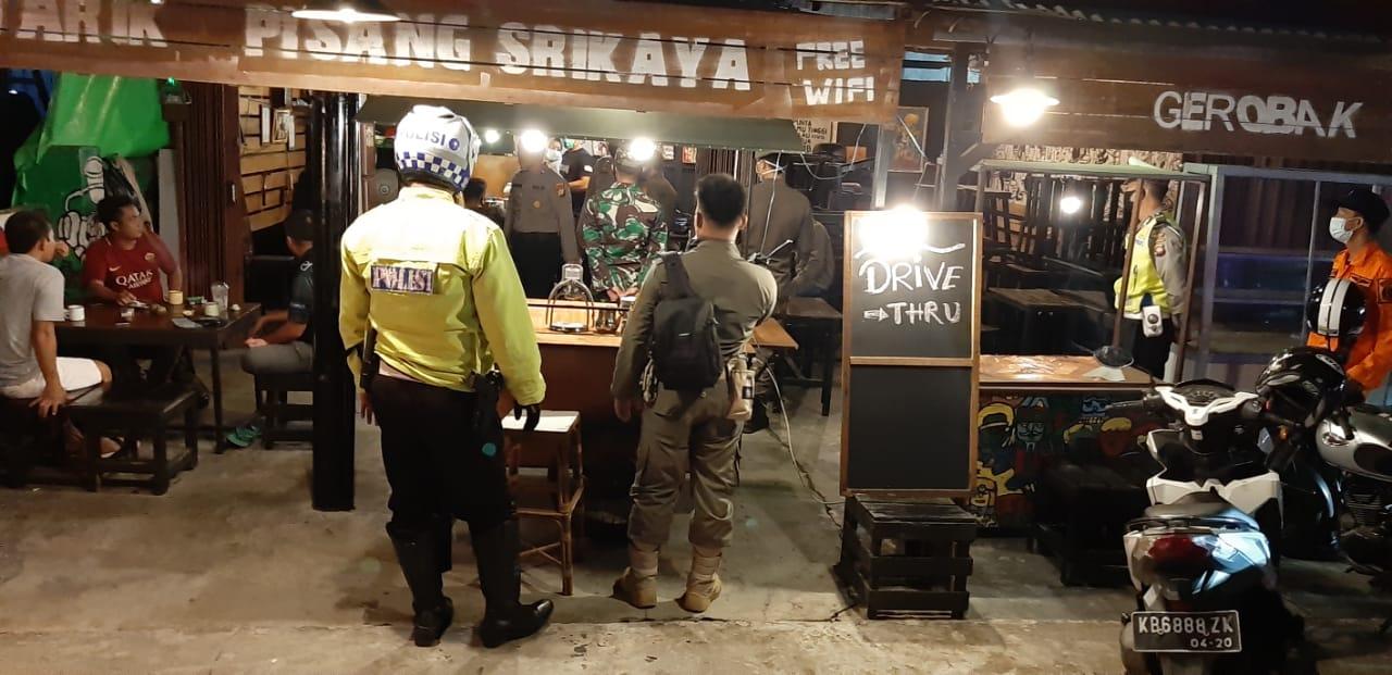 Warkop Tetap Buka, Tim Gabungan Bubarkan Warga Nongkrong di Cafe Kota Ketapang untuk Cegah Corona