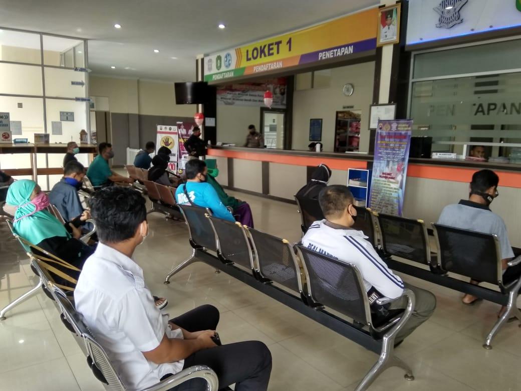 Cegah Corona, SAMSAT Ketapang Terapkan Social Distancing