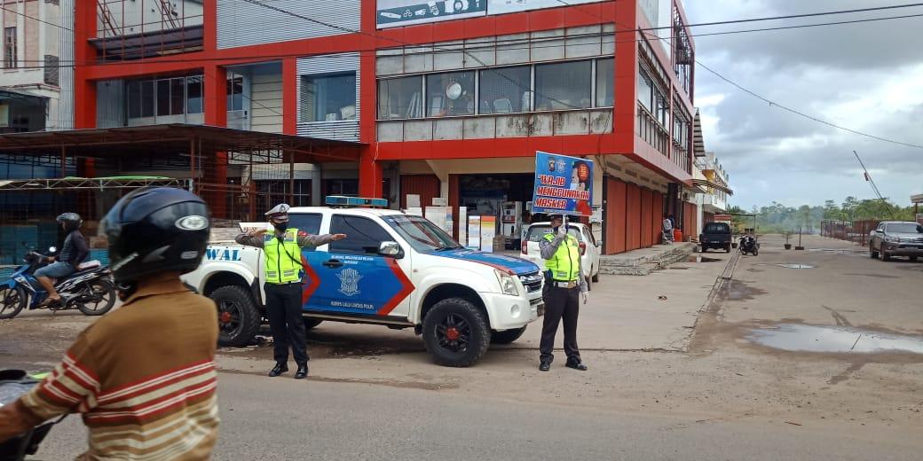 Gunakan Papan Himbauan Banner Satlantas Polres Ketapang laksanakan Public Addres