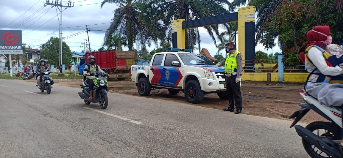 Patroli Siang, Cegah Laka Lantas dan Himbau Masyarakat Cegah Virus Corona