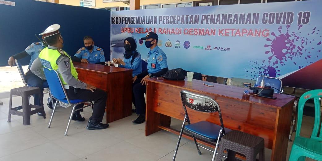Satlantas Polres Ketapang Intensifkan Patroli Di Bandara Ketapang Selama Pembatasan Sosial