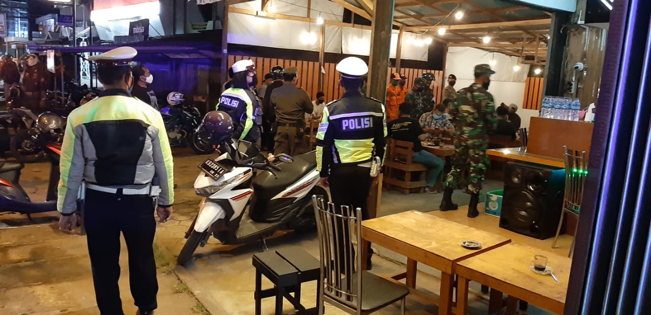 Antisipasi Penyebaran Covid-19,Unit Kecil Lenkap (UKL) Polres Ketapang Himbau Pengunjung Warkop