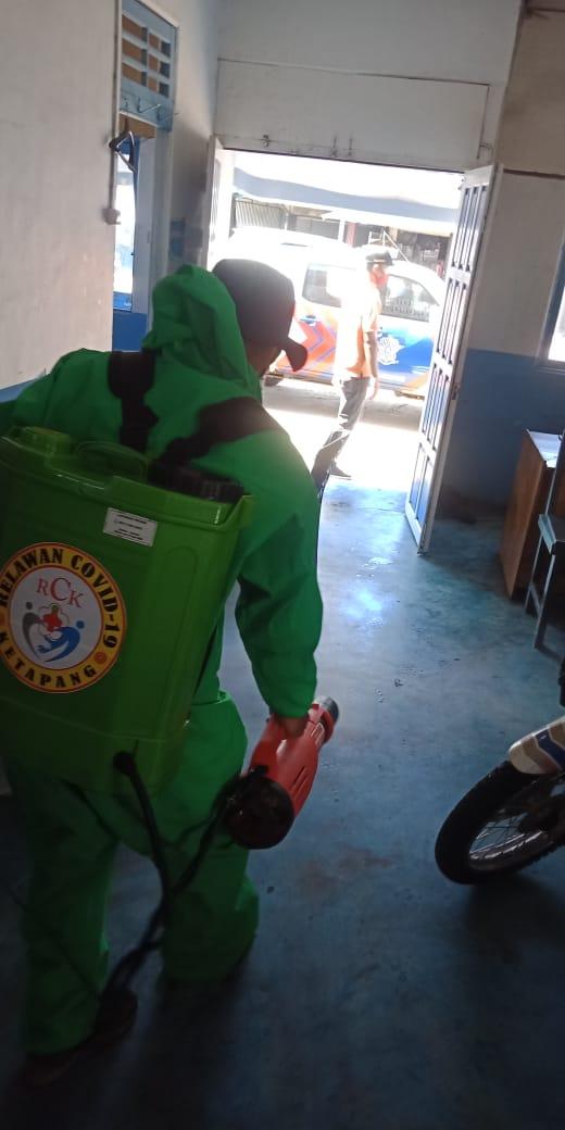 Penyemprotan Disinfektan di Pos Polisi Bundaran Ale ale