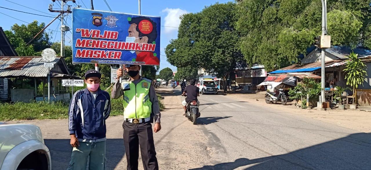 Patroli Sambil Himbau Warga, Keluar Rumah Pakai Masker dan Kurangi Aktifitas di Luar