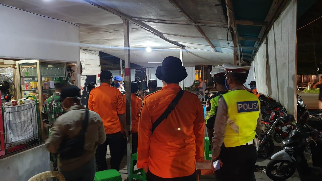 Tim  UKL Satlantas Polres Ketapang Gelar Patroli Himbau Kerumunan masyarakat