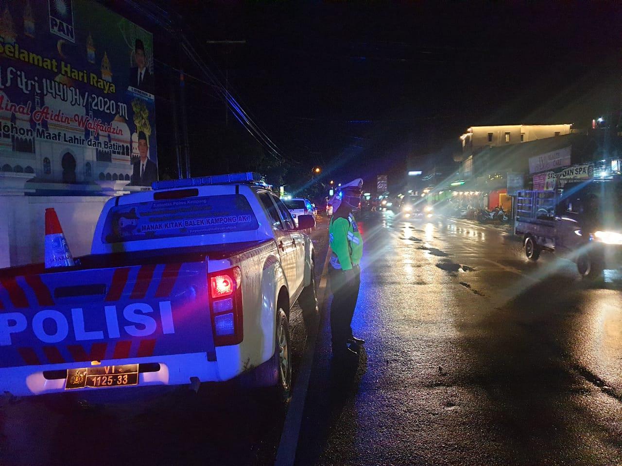 Piket Trujawali Sat Lantas Melaksanakan giat BLP (Blue Light Patrol) dan Patroli Malam