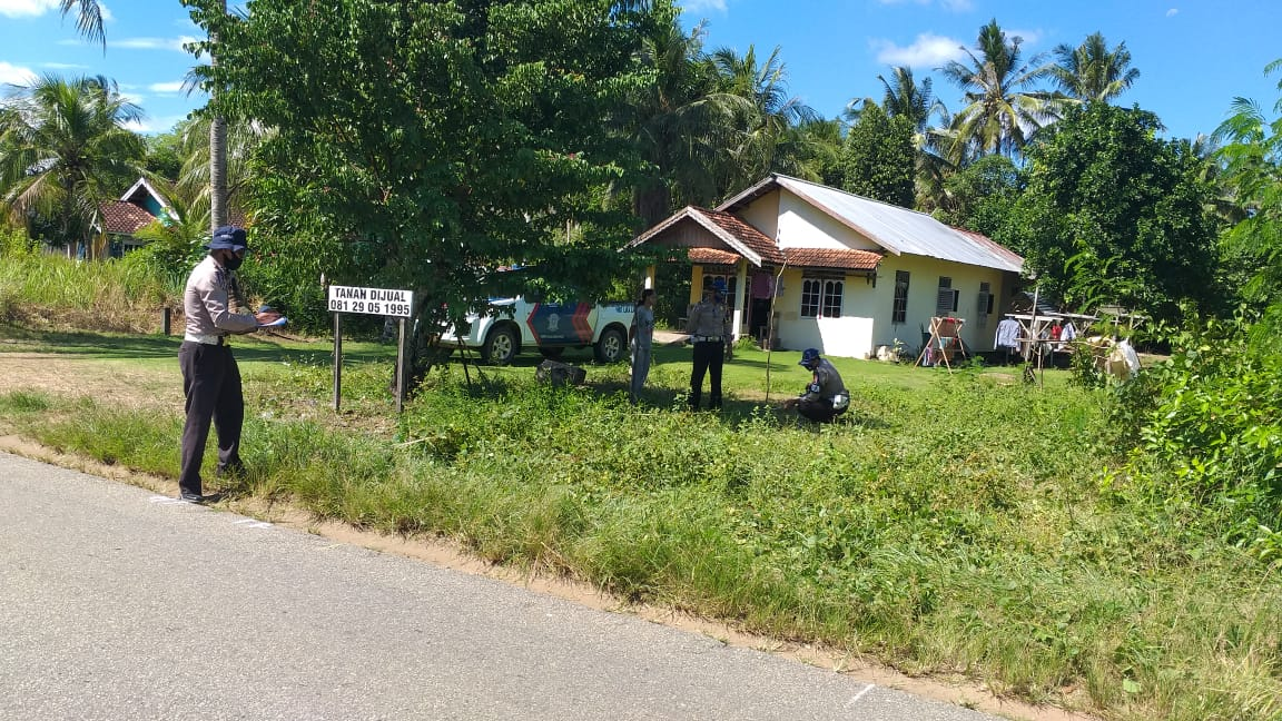 Unit Laka Lantas Polres Ketapang Tangani Kecelakaan Tunggal Di Jalan Ketapang-Siduk
