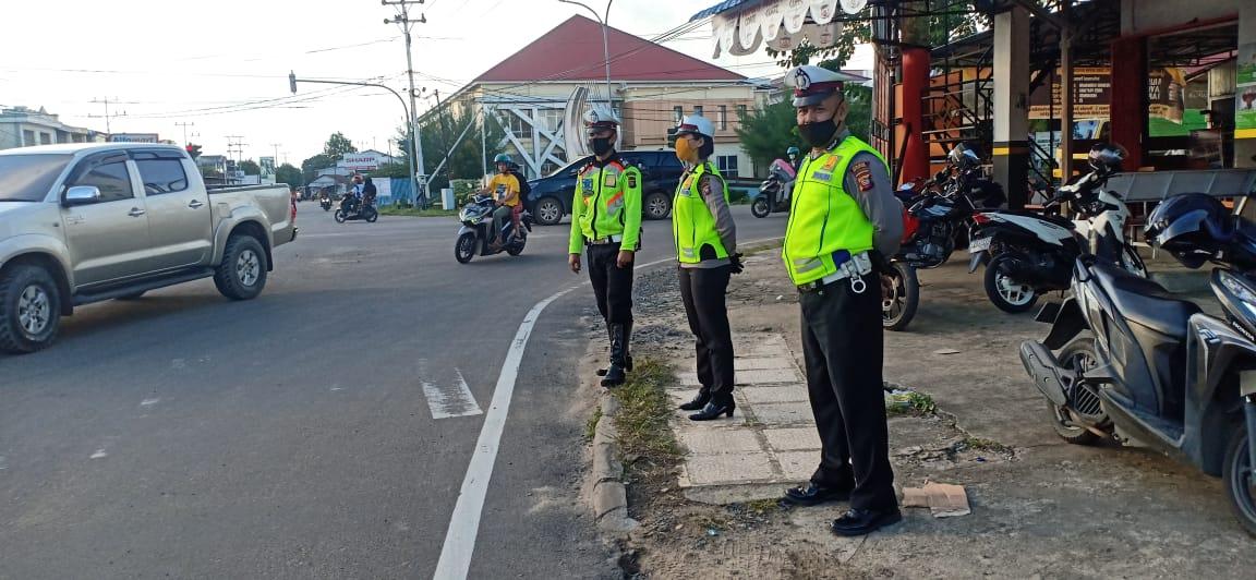 Sat Lantas Polres Ketapang Laksanakan Pengaturan Sore Hari