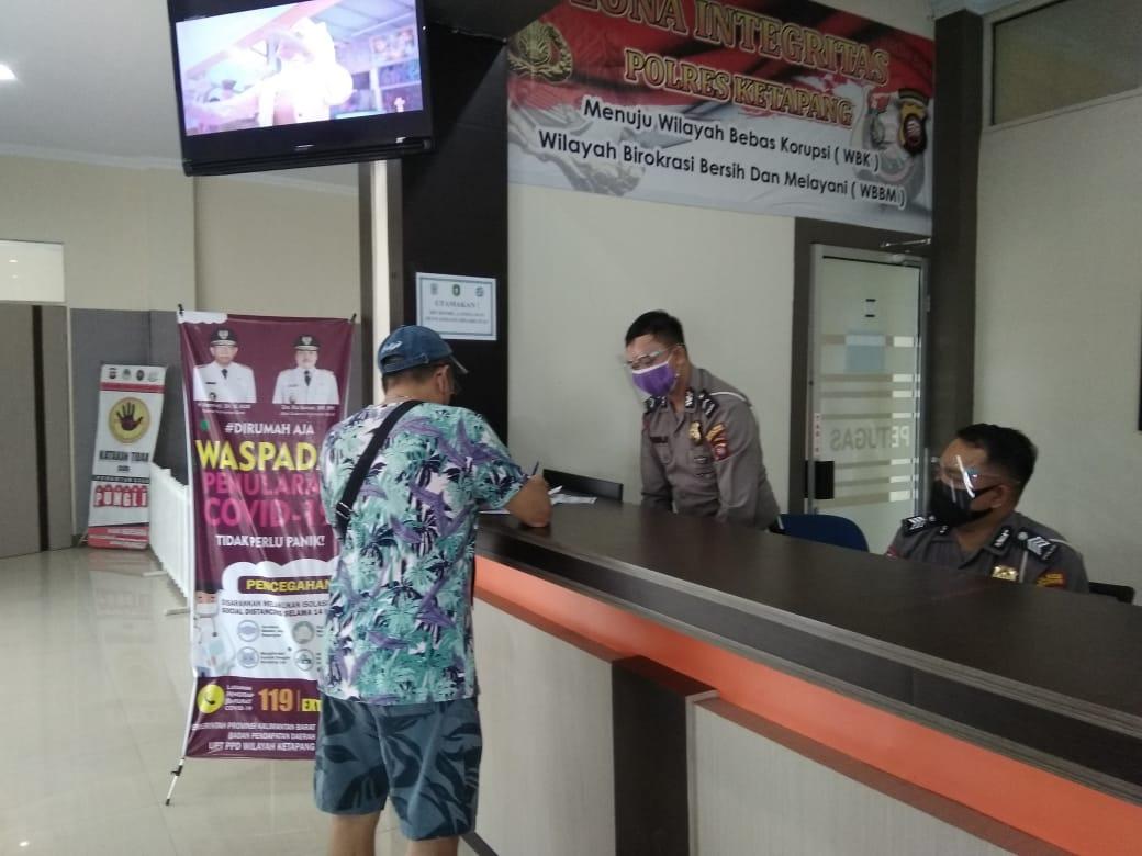 Anggota Satlantas Polres Ketapang Tetap Melayani Masyarakat Seperti Biasa