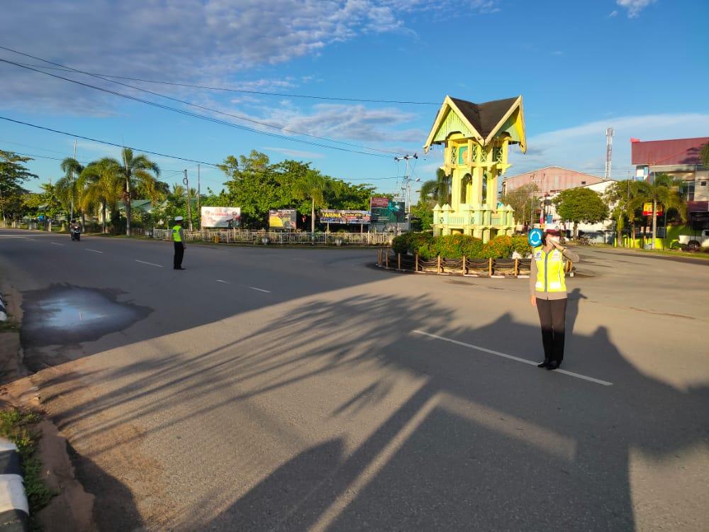 Satuan Lalu Lintas Polres Ketapang Tetap Eksis Lakukan Gatur Lalin.