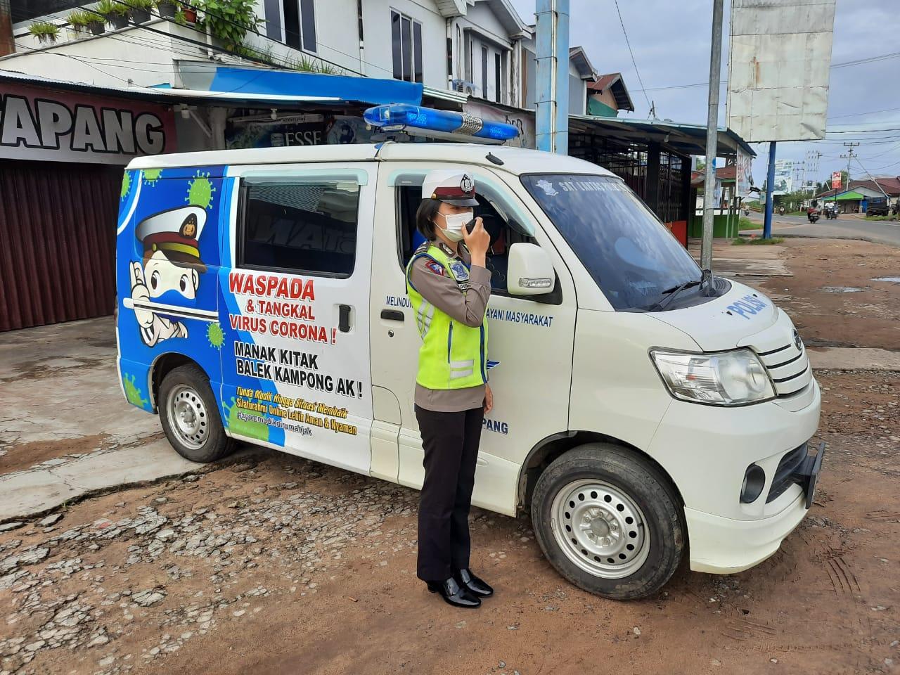 Cegah Laka Lantas, Mobil Penerangan Keliling Satlantas Polres Ketapang Himbau pengguna Jalan