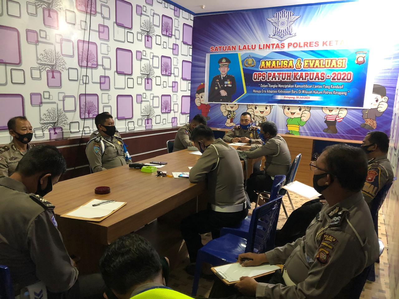 Kasat Lantas Polres Ketapang Pimpin Anev Ops Patuh Kapuas2020
