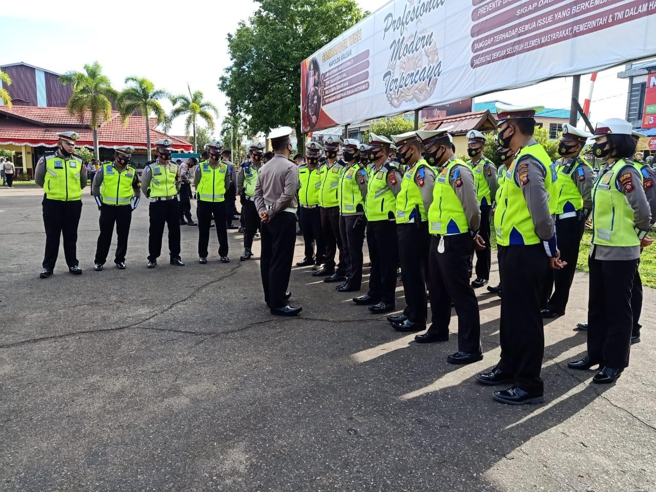 Pimpin Apel Pagi, Kasat Lantas Polres Ketapang Berikan Arahan pada Anggota