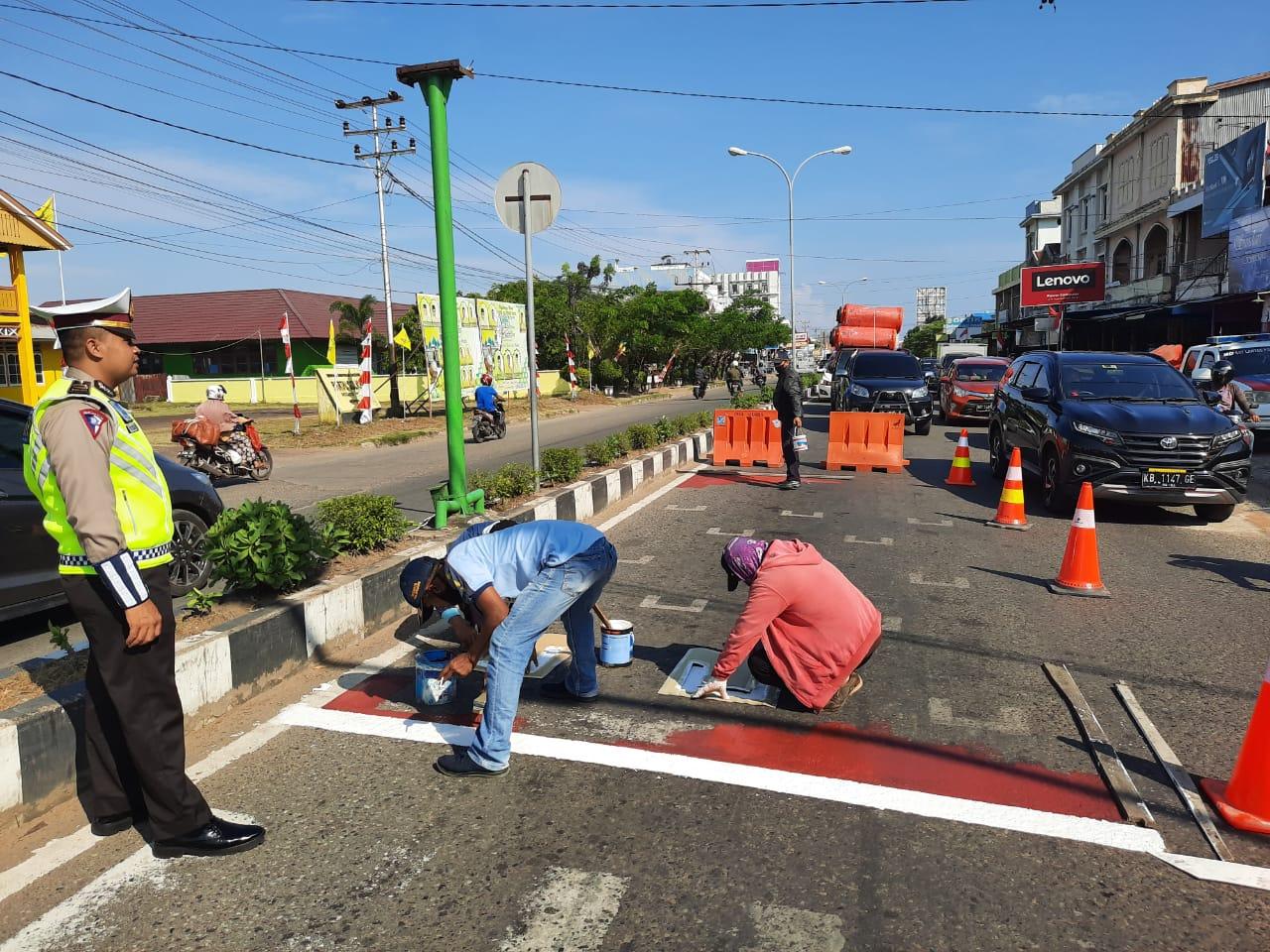 Satlantas Polres Ketapang Bersama Dishub Buat RHK Bagi Pengendara di LampuMerah