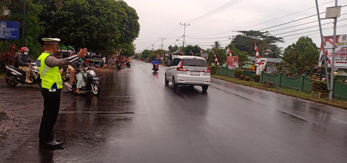 Satlantas Polres Ketapang Melaksanakan Gatur Lalin, Walaupun Hujan