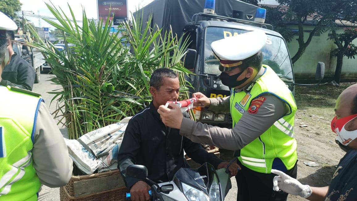 Sambangi Pasar Melati, Satlantas Polres Ketapang Gelorakan Gerakan Pakai Masker