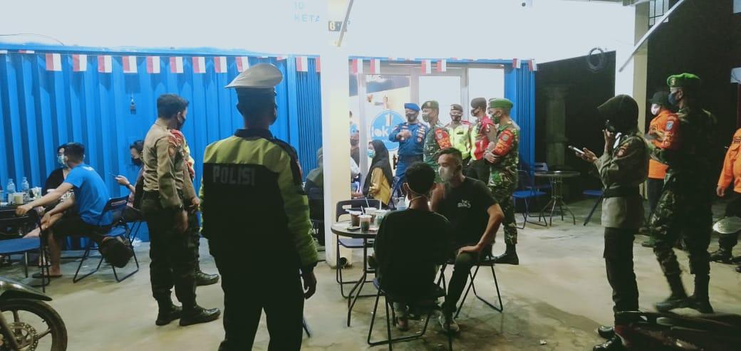 Patroli Gabungan UKL , Satlantas Polres Ketapang Himbau Pengunjung Cafe