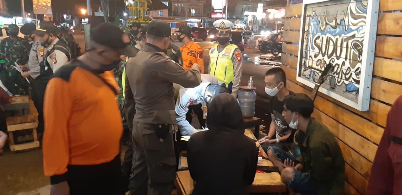 Sasar Cafe, Kasat Lantas Polres Ketapang Imbau Pemilik Usaha Terapkan Protokol Kesehatan