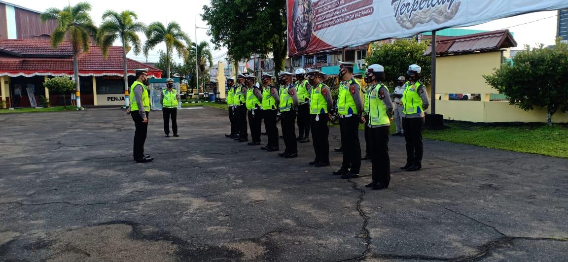 Sebelum dimulai nya tugas rutin, anggota Satlantas Polres Ketapang melaksanakan apel pagi