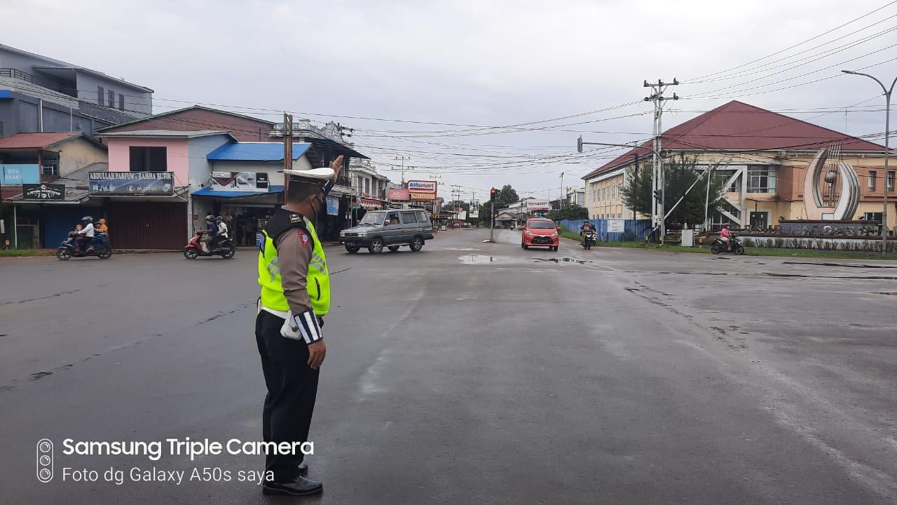Pelayanan Pagi, Satlantas Keatapang Laksanakan Gatur Lalu Lintas di Persimpangan