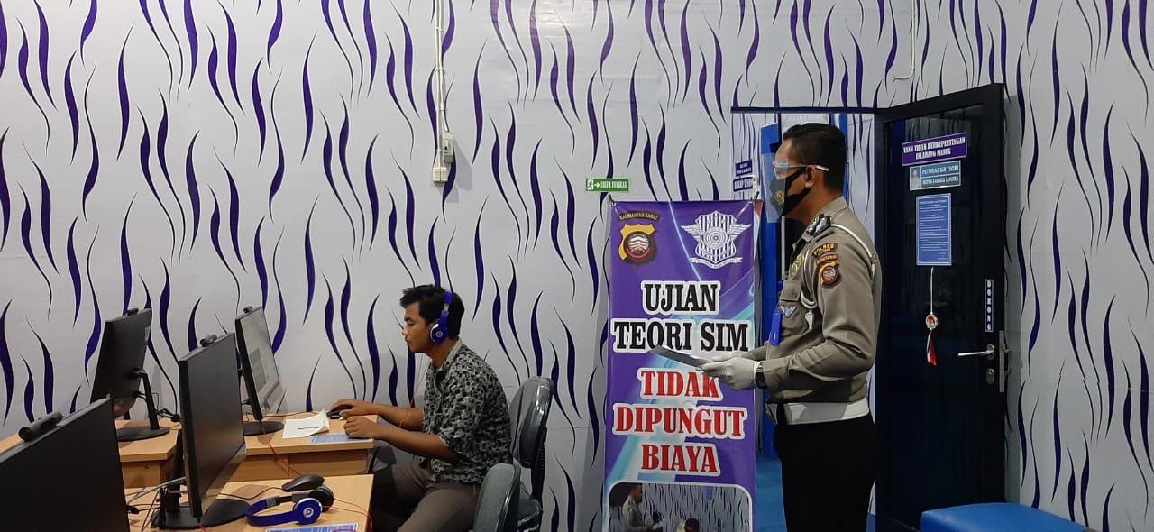 Pelayanan Satpas SIM Tetap Jaga Jarak dan Terapkan Protokol Kesehatan