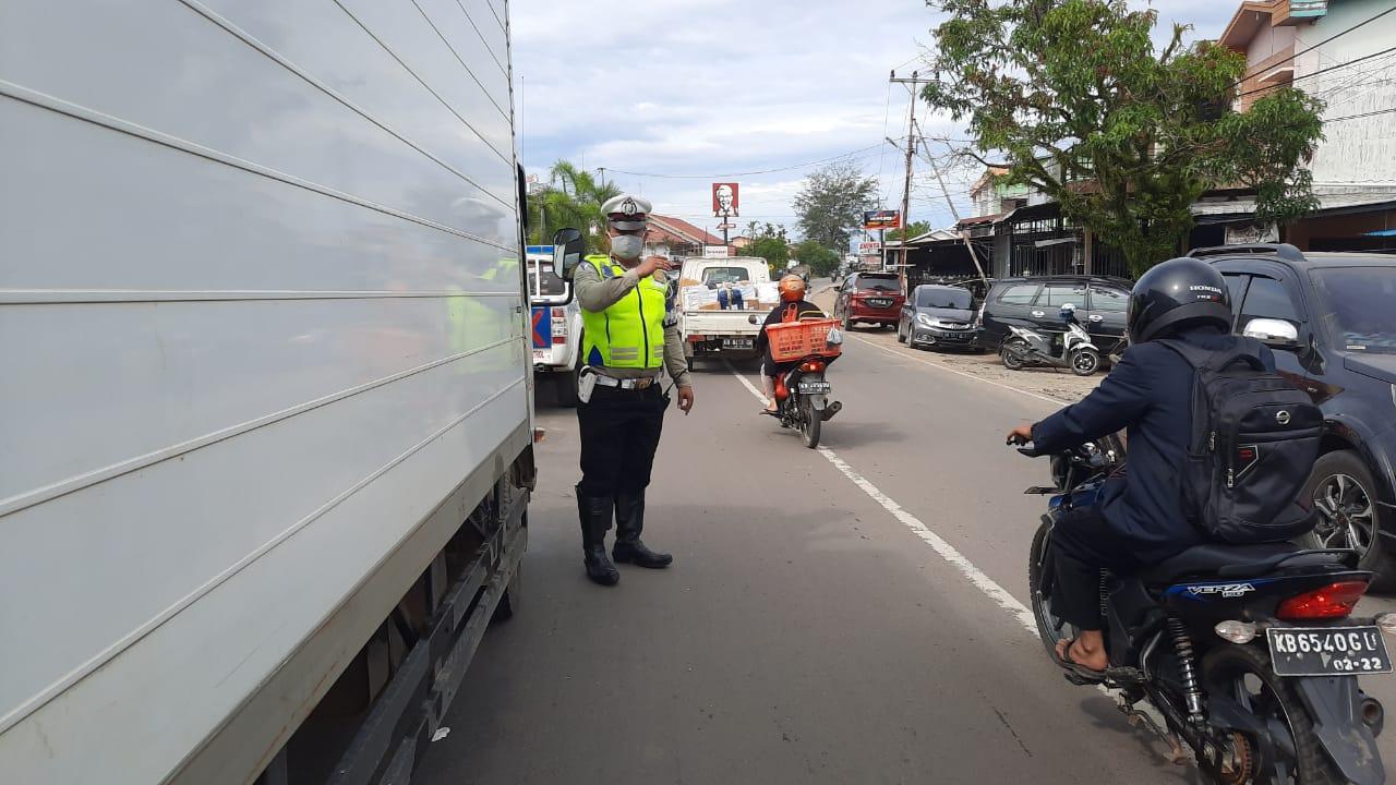 Cegah Kemacetan Arus Lalu Lintas, Satlantas Ketapang Laksanakan Patroli dan Gatur Lalin Siang Hari