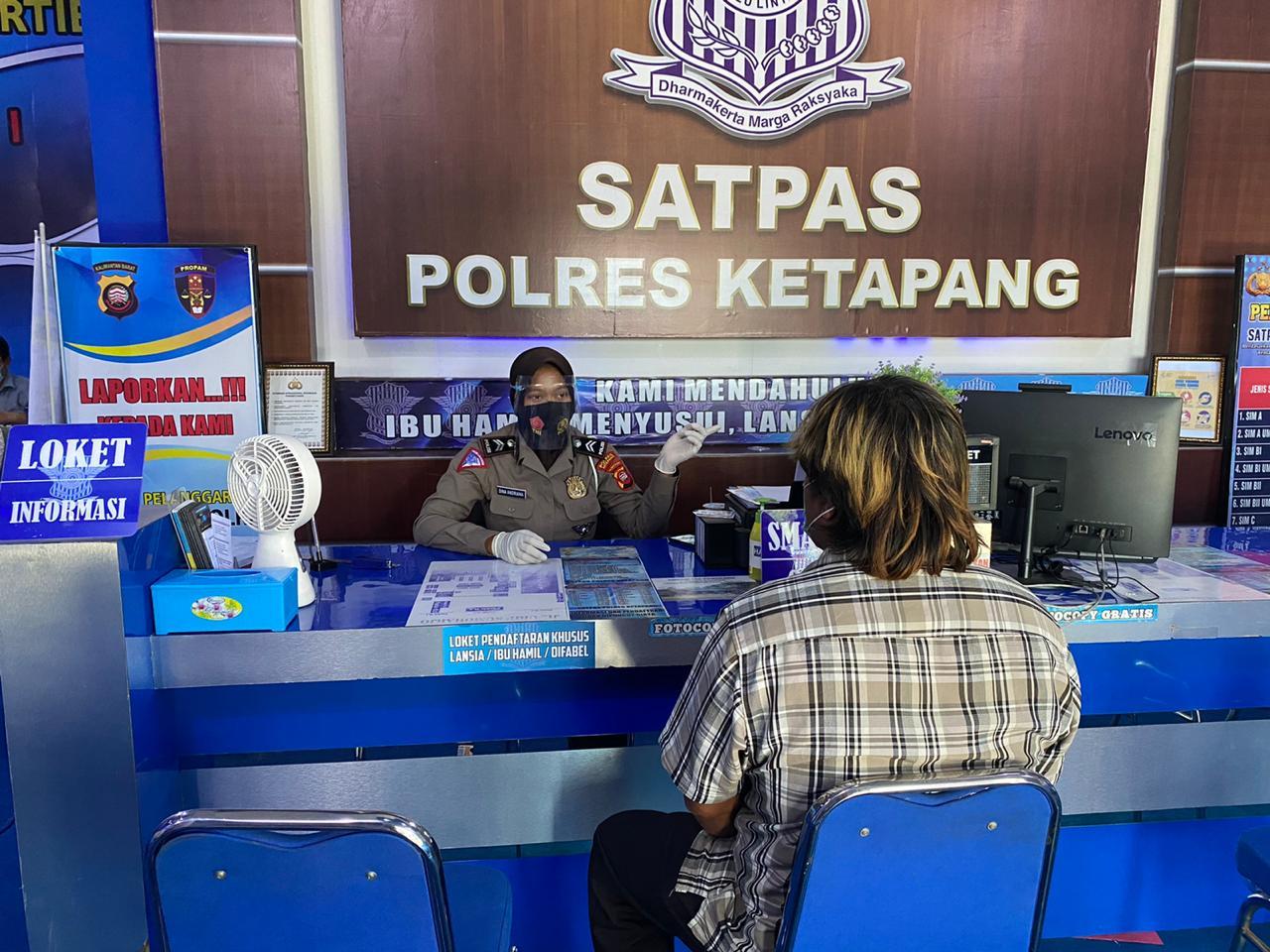 PELAYANAN HUMANIS DAN BERIKAN INFORMASI KEPADA MASYARAKAT DALAM PELAYANAN SIM
