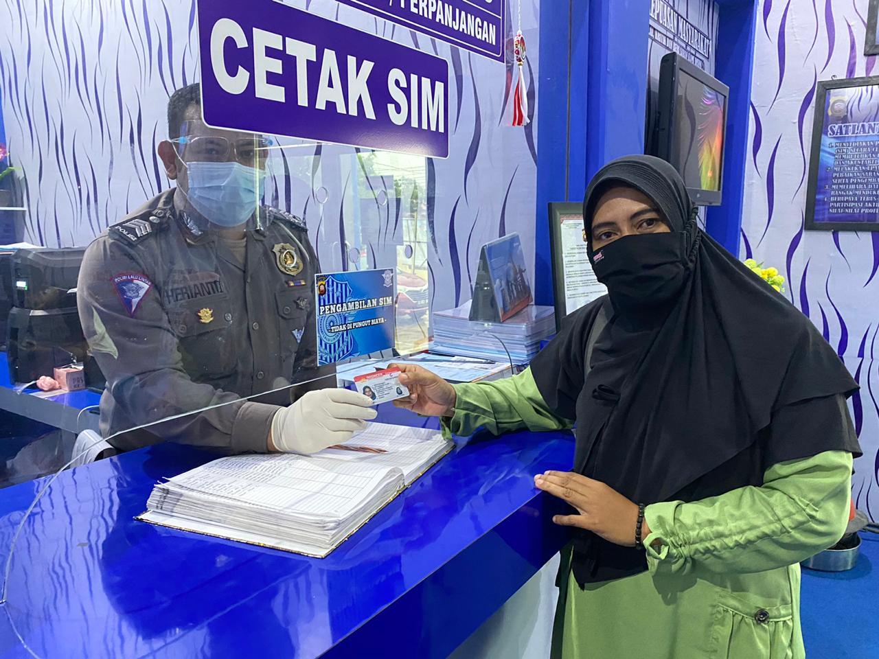 WOMEN CARE DAY SETIAP HARI JUMAT DI PELAYANAN SATPAS SIM POLRES KETAPANG