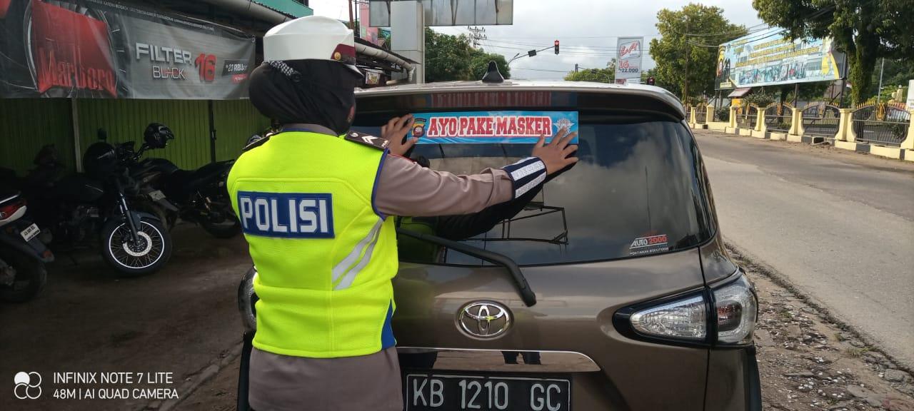 POLWAN SATLANTAS KETAPANG GENCAR SOSIALISASIKAN PAKE MASKER KEPADA MASYARAKAT