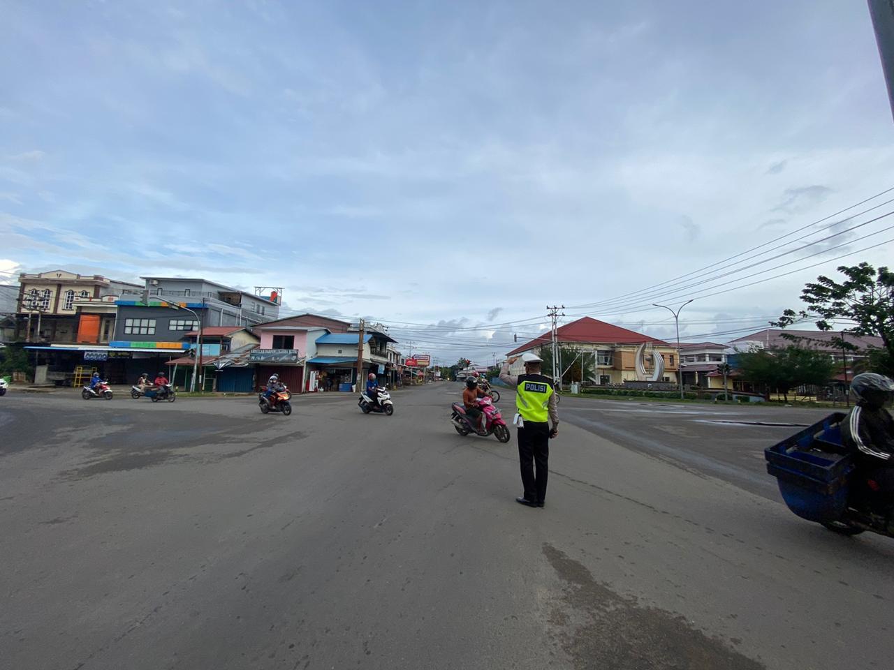 Pengaturan arus lalu lintas di setiap simpul jalan Kota Ketapang
