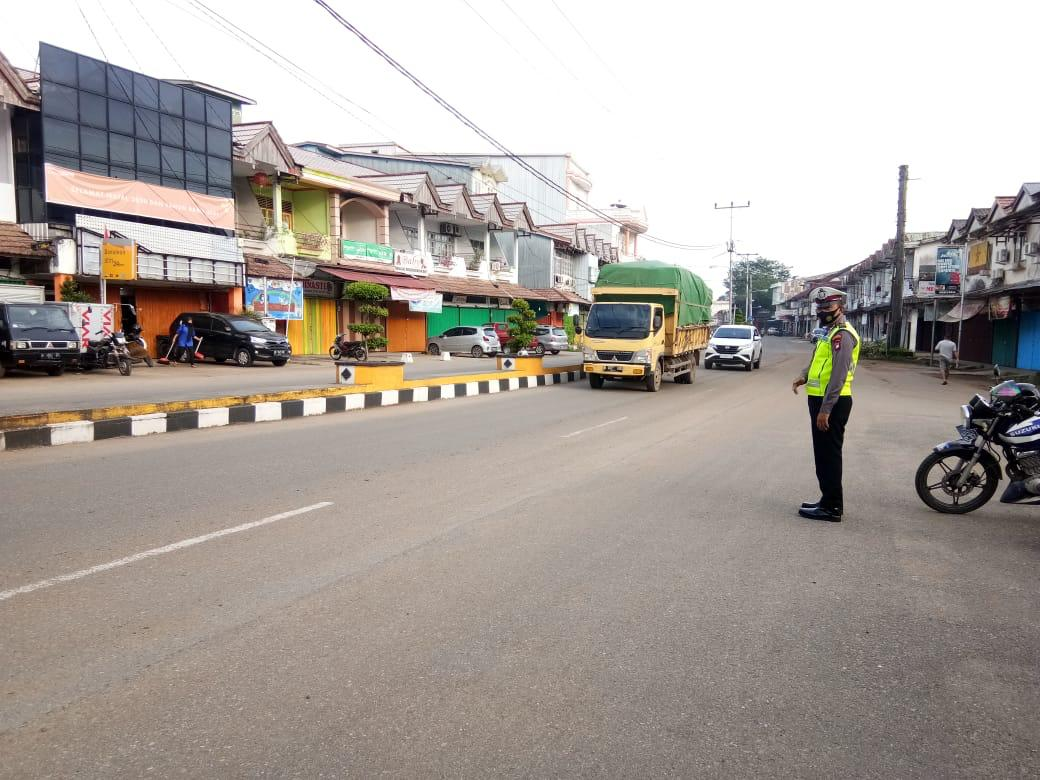 Pengaturan arus lalu lintas di simpul jalan seputaran kota Ketapang