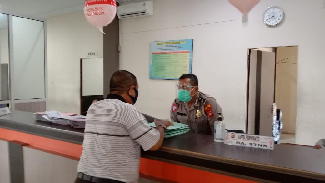 Pelayanana samsat Ketapang tetap buka, petugas pelayanan terapkan protokol kesehatan
